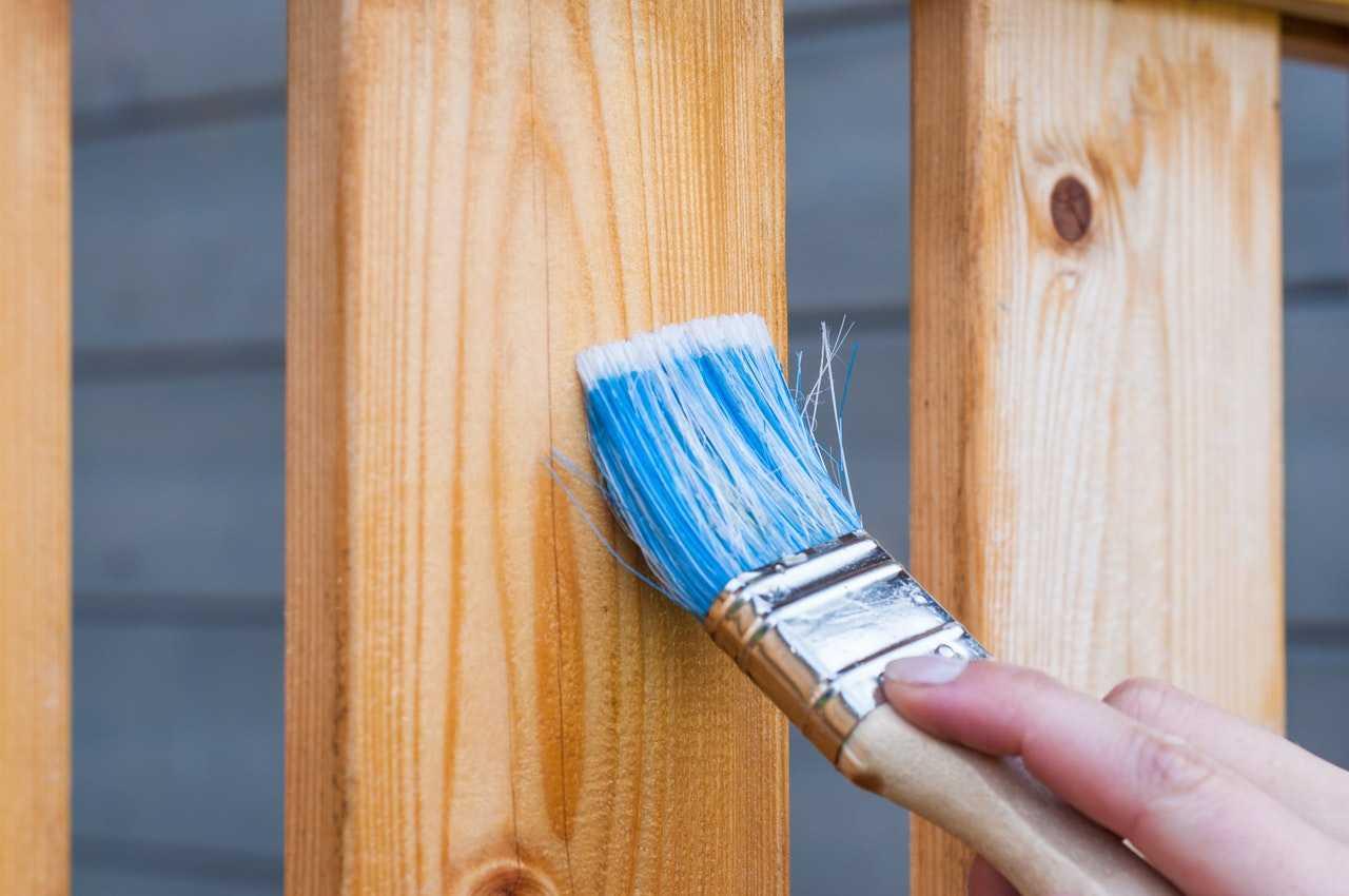كيفية دهان الخشب كالمحترفين ومن خلال 5 خطوات بسيطة كماشة