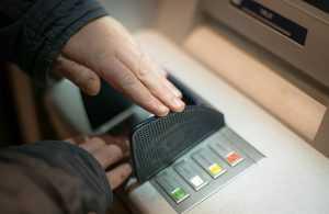 صراف آلي استرجاع بطاقة الصراف من الماكينة
