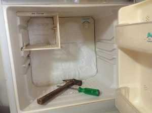 تكون الثلج في فريزر الثلاجة